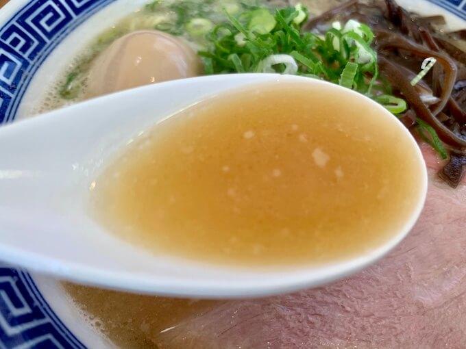 濃厚な豚骨スープ