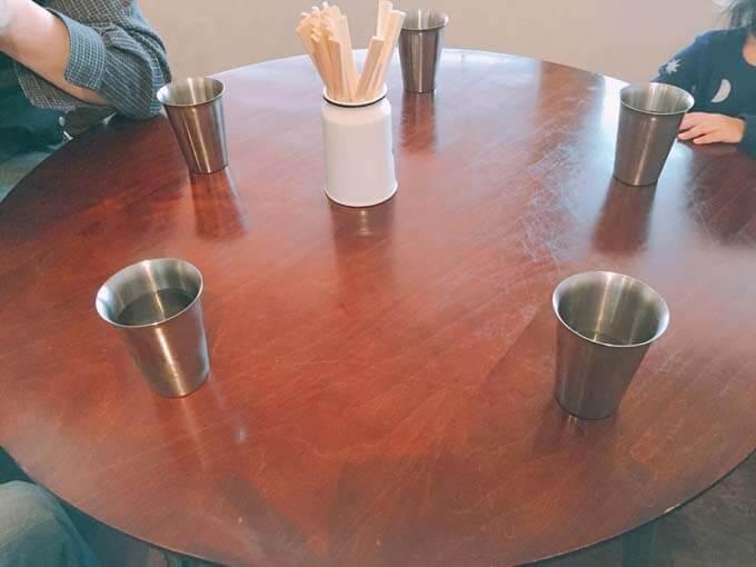 丸テーブル席