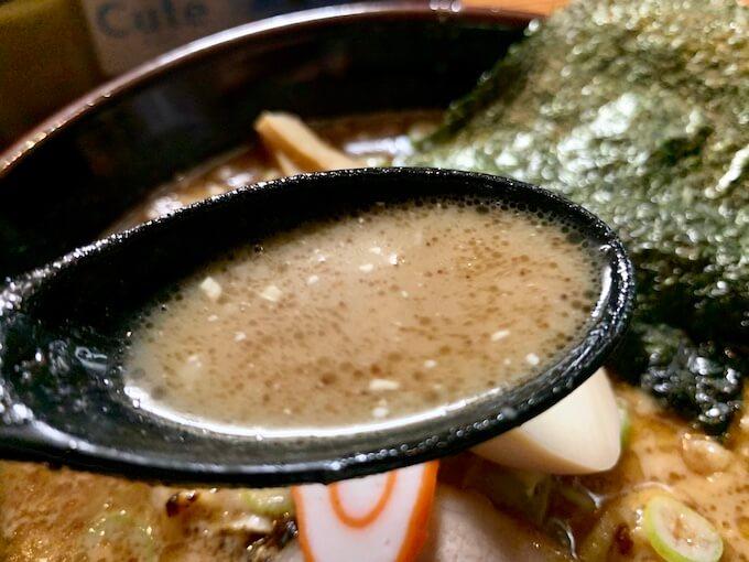 魚介のコクが効いたスープ