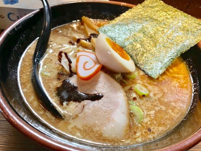 氷見ラーメン 本店 | 魚介豚骨のパンチのある一杯「焦がしマー油が味の決め手」