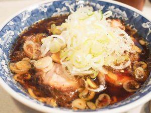 【めん八|めんぱち 小杉店】チャーシューが美味しい富山ブラックラーメン「老舗の味に舌鼓」