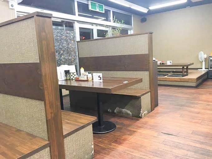 テーブル席と座敷