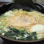 麺王 | 富山市内で人気の家系ラーメン「ピリ辛高菜ごはんもご一緒に」