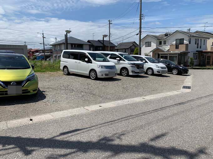 「かふぇにこ」の駐車場
