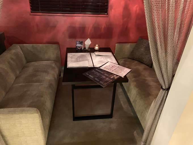 半個室のソファ席