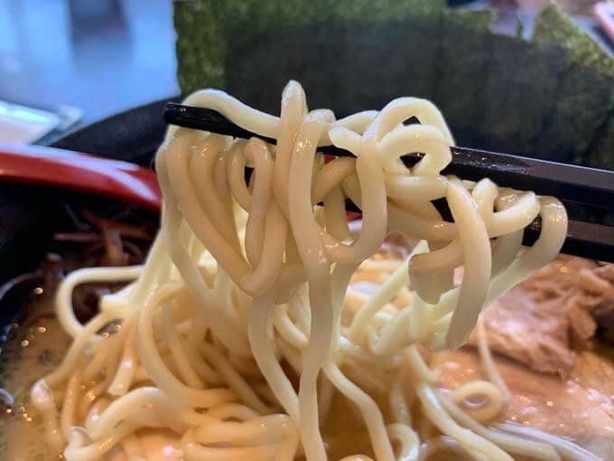 アルデンテの中太麺