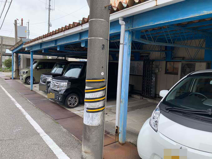 隣接した駐車場