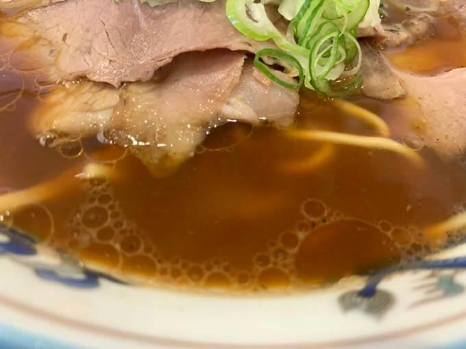 旨味たっぷりの醤油スープ
