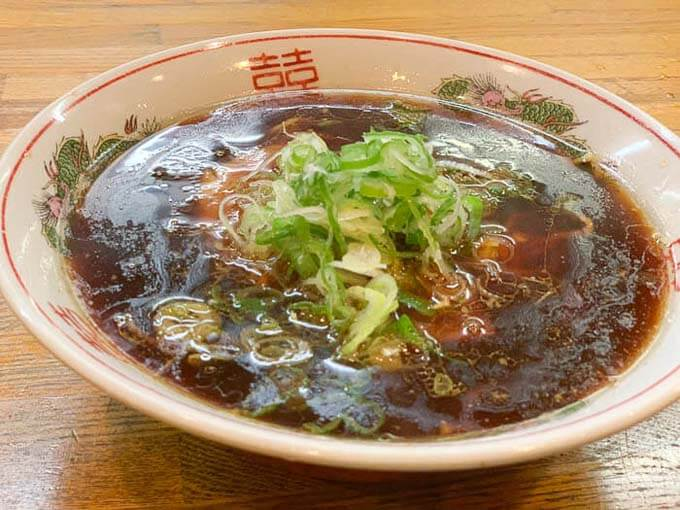 吉兆佐(きっちょうさ) | 呉西の富山ブラックラーメン「パンチのある餃子もうまい」