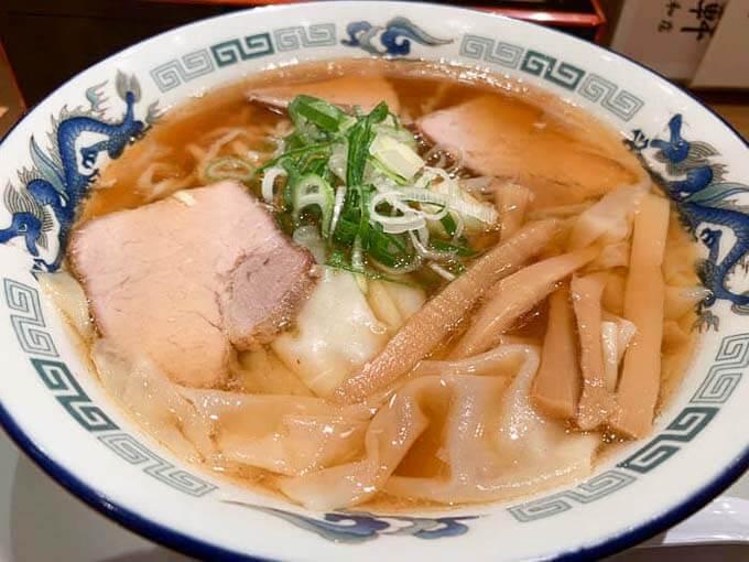 末弘軒 | 富山を支えてきた老舗の味「手打ち麺と自家製ワンタン」