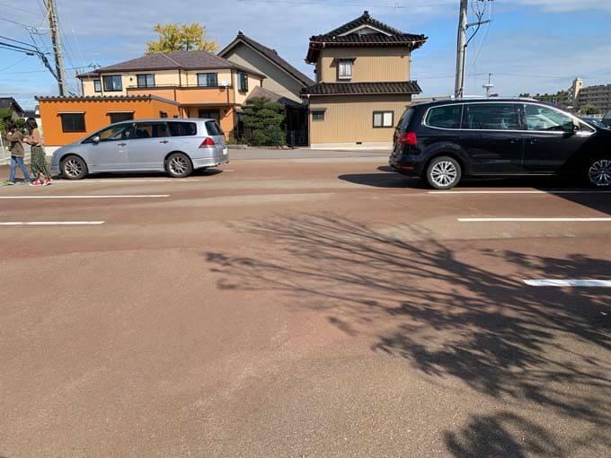 お店の前にある駐車場