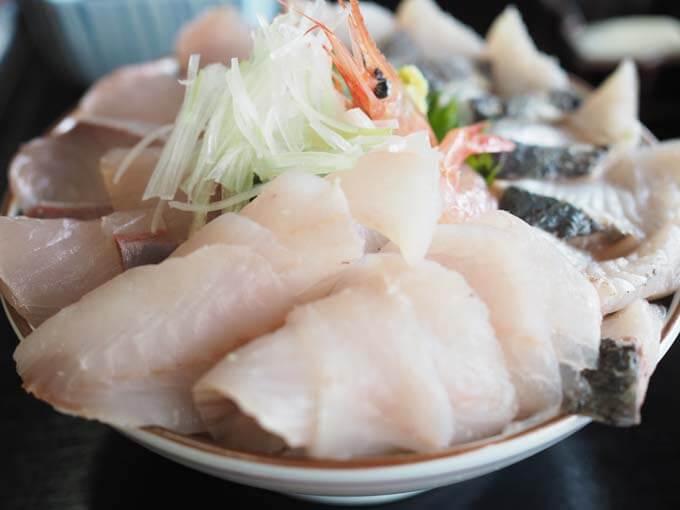 魚市場食堂 | 氷見漁港で食べる海鮮丼「捕れ立てのおいしい魚がモリモリ」