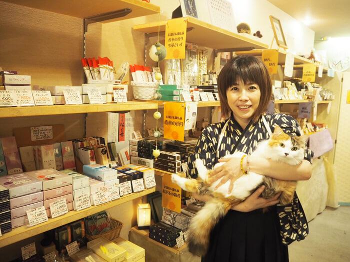 【香華楽(かから)】猫に会える富山のお香屋さん、カジュアルな空間と豊富な品揃えが魅力的