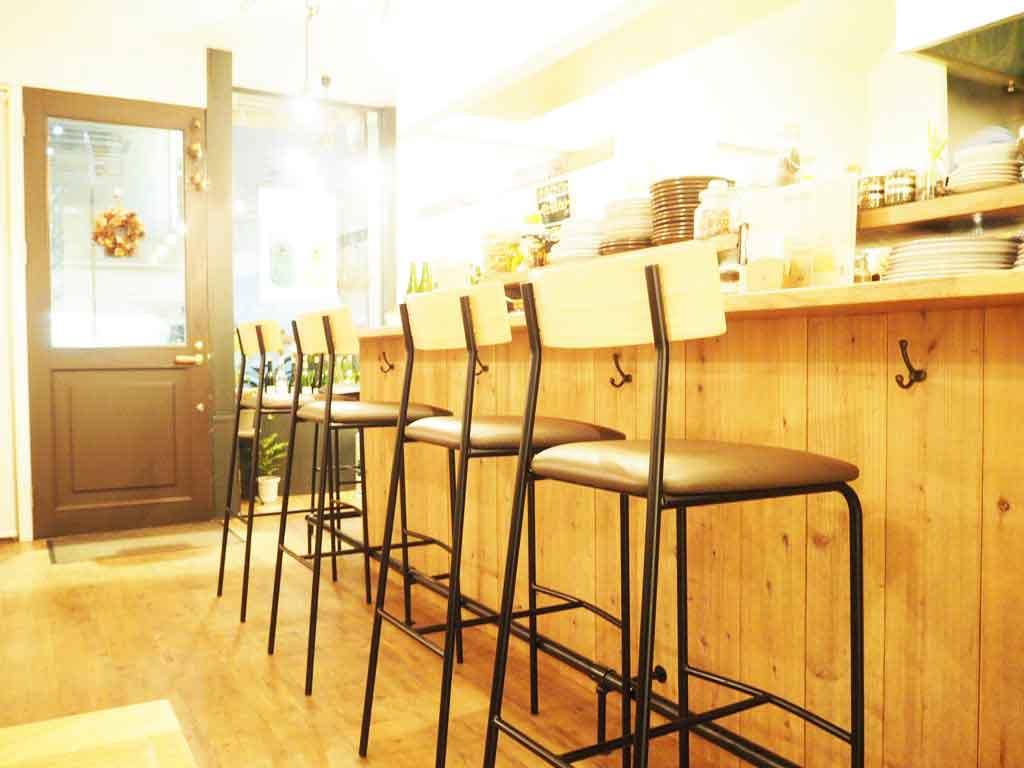 アオヤギ食堂のテーブルレイアウト