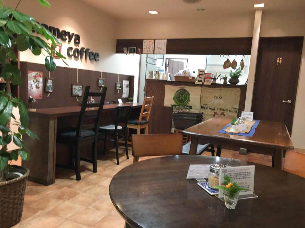 まめやコーヒーの店内