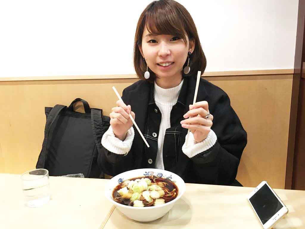富山ブラックは富山駅内でも食べられる