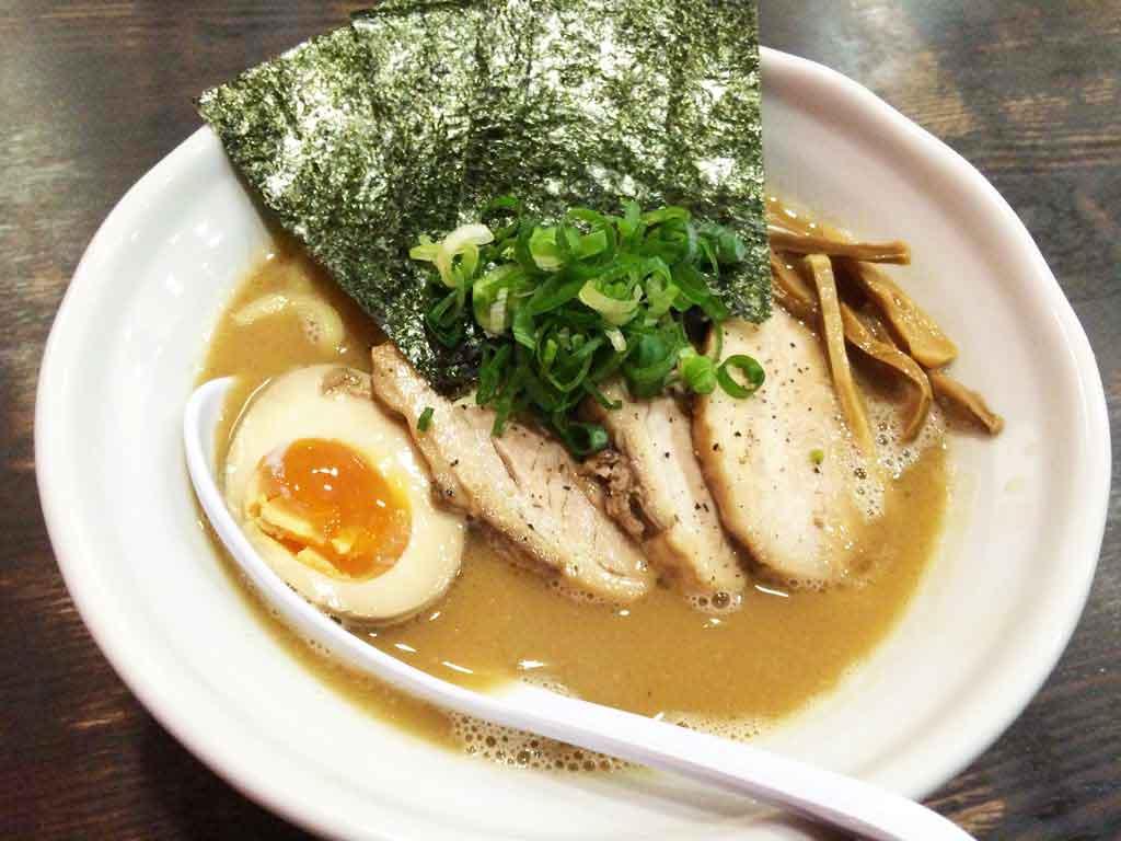 【DOG HOUSE】濃厚な鶏白湯のラーメンがおすすめ