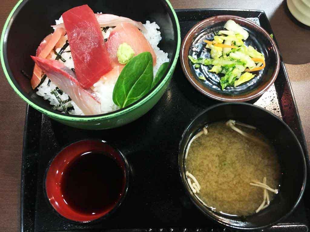 どんどん亭の海鮮丼 500円