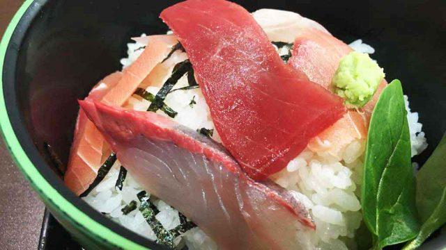【どんどん亭】富山の安くて美味い海鮮丼、ワンコインランチが魅力的!