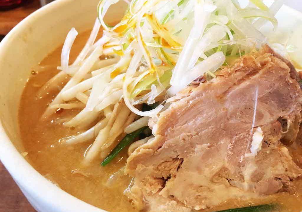 【キラリ】射水市で食べる濃厚味噌らーめん、昼限定の二郎系も魅力