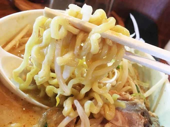 キラリでしか味わえない食感の太麺
