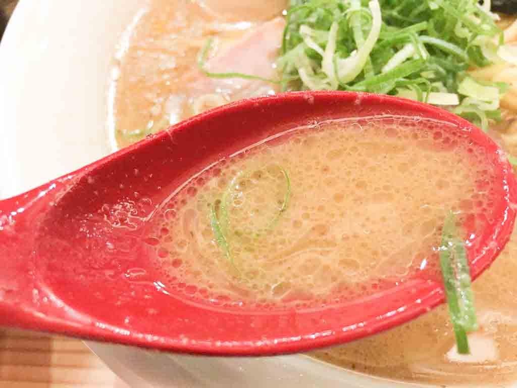 濃厚魚介とんこつラーメンのスープ