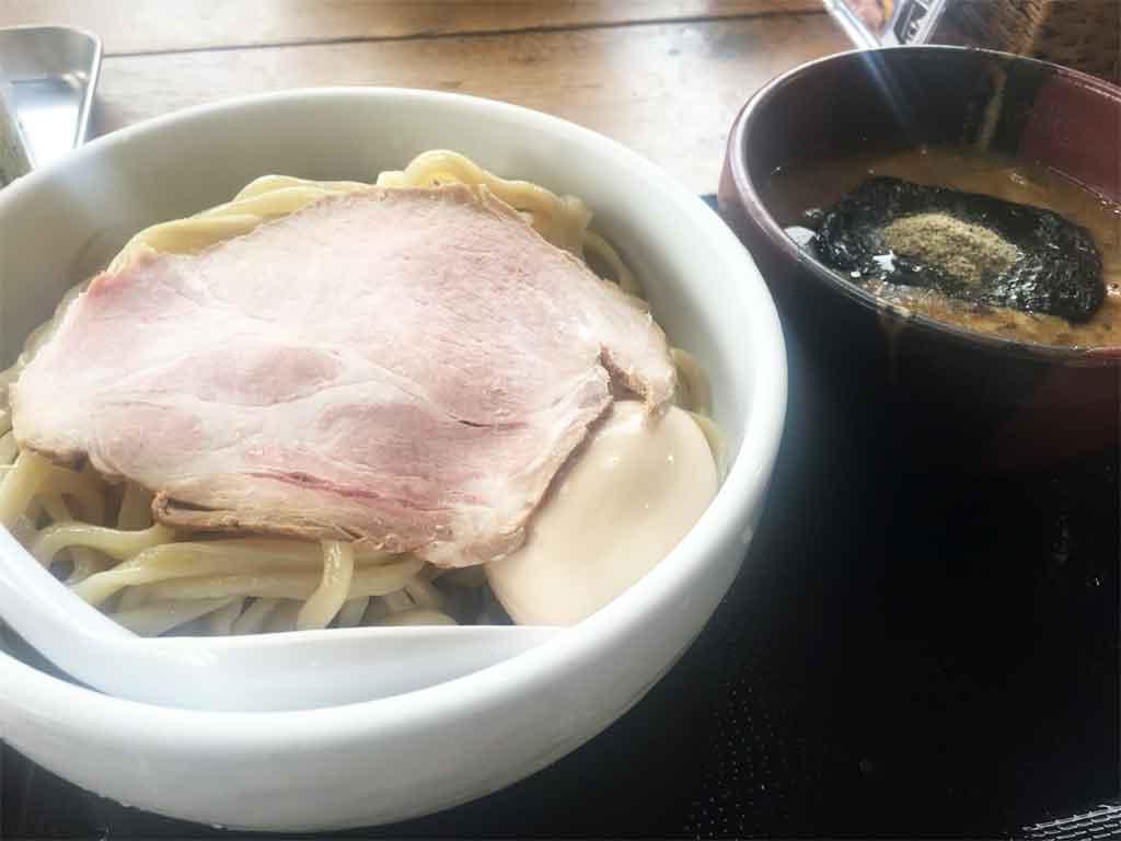 富山県につけ麺の波をおこした!俺のブラックでも有名なラーメン店「えびすこ」