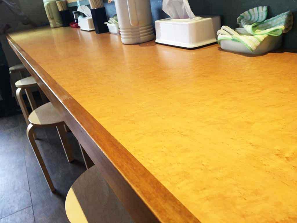 麺屋一鶴のカウンター席
