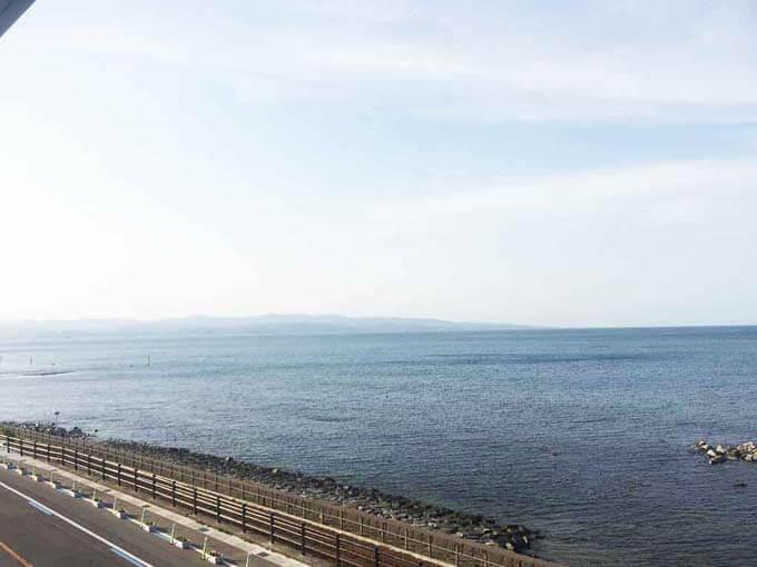 富山湾が一望できる