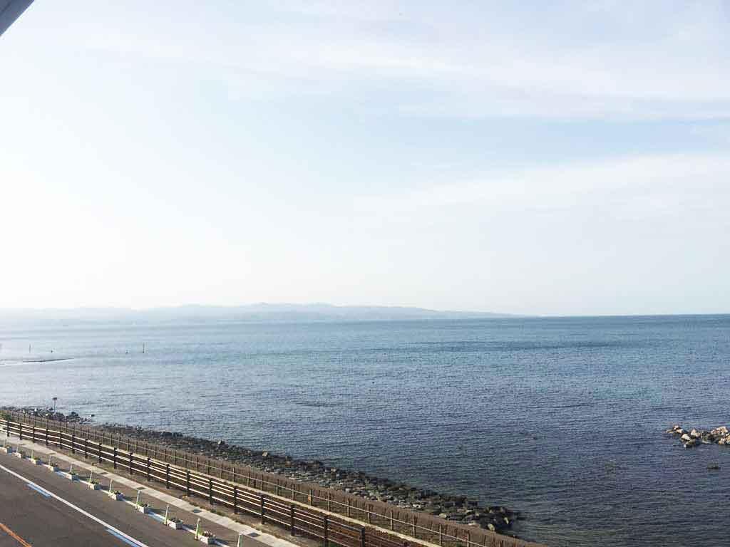 デッキから望む富山湾と立山連邦はすばらしい景色