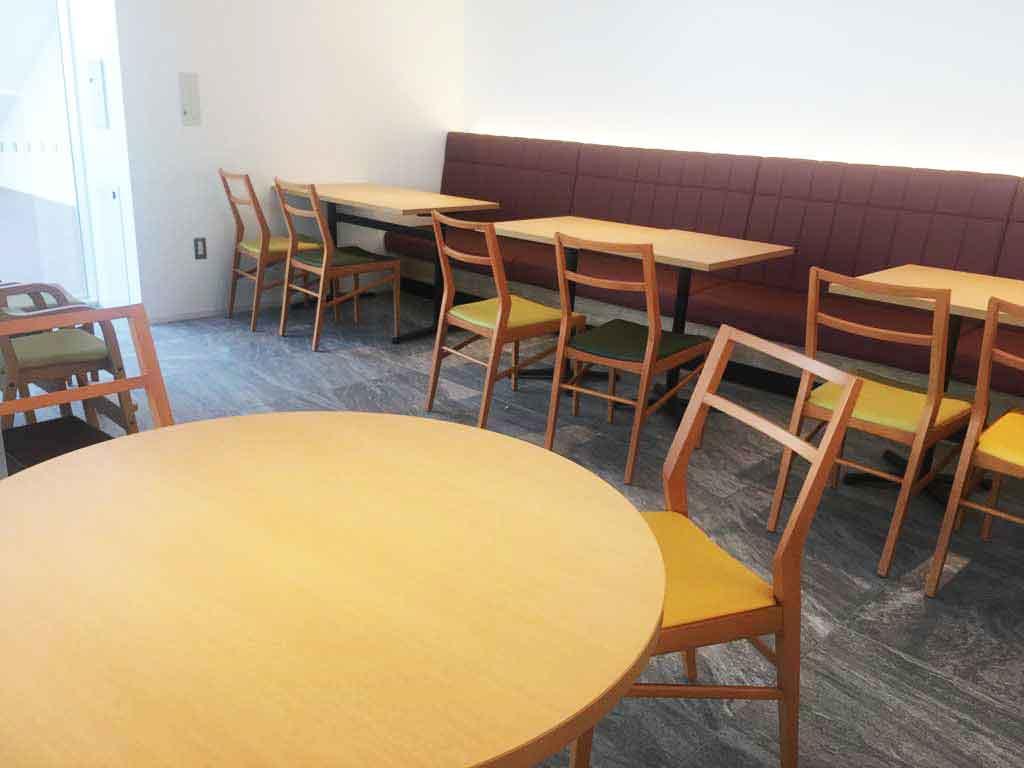家族向けのテーブル席もあります
