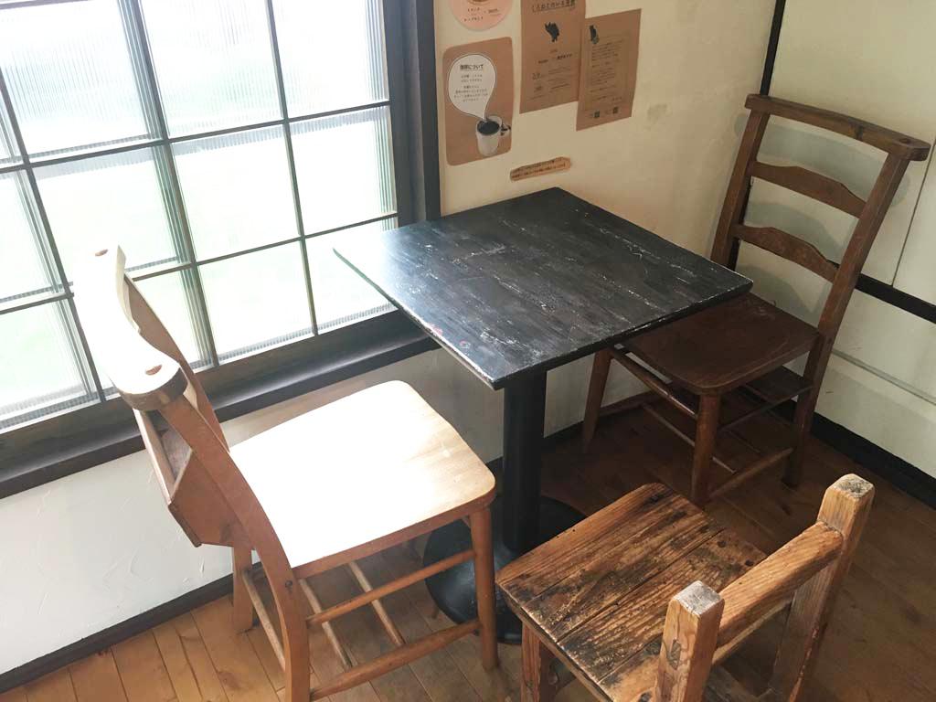 2人がけのテーブル