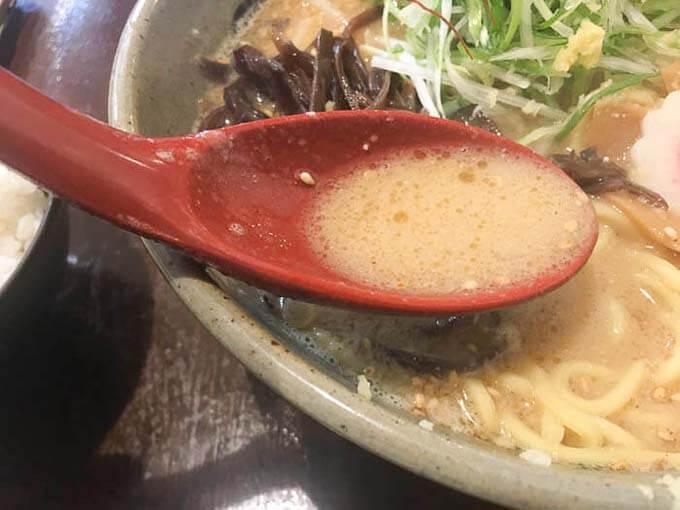 あっさりした味噌スープに牛もつの旨味がプラス