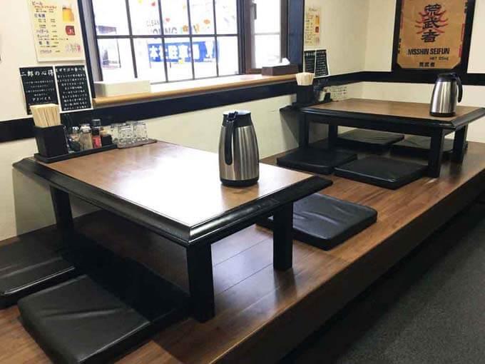 小上がりのテーブル席