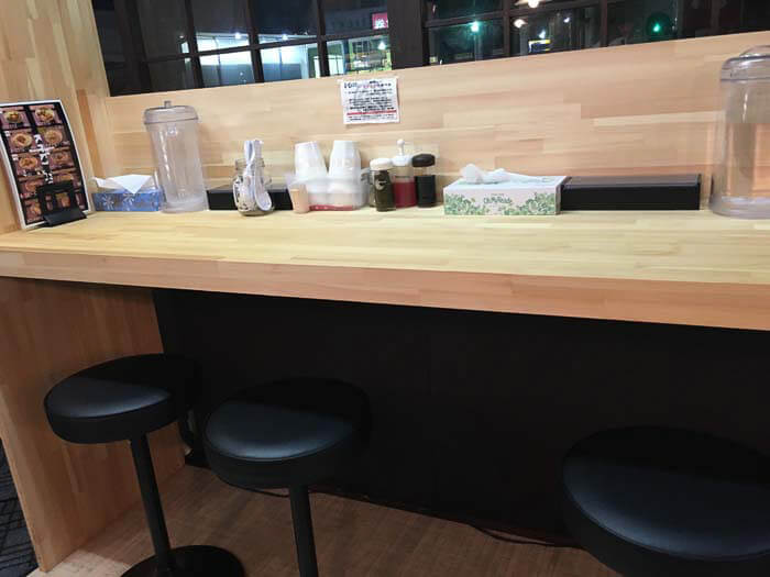 麺屋やまひでの新設カウンター席