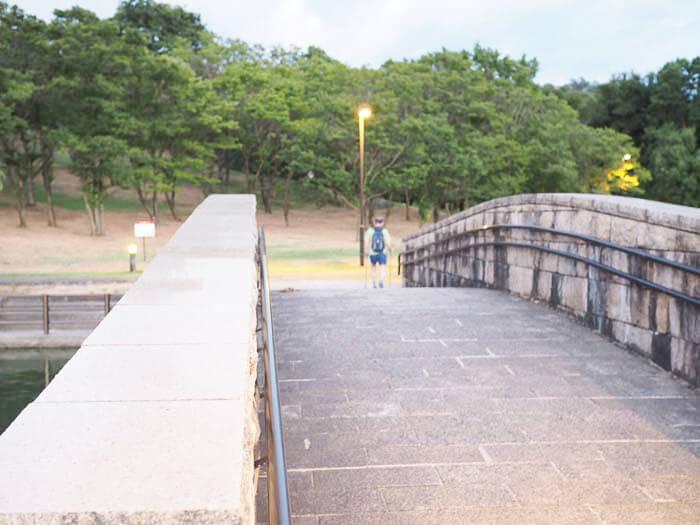 公園内の橋