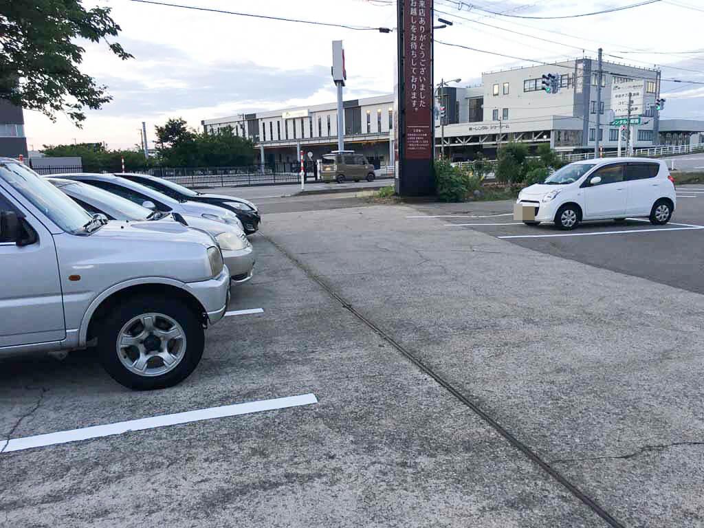 広々とした駐車場、現地合流もできる