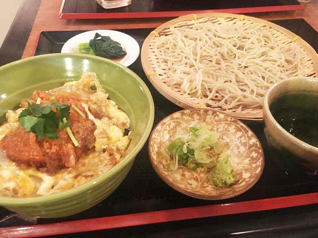 【食堂 みつば】ざるそばと定食メニューがおいしい純喫茶風のお店