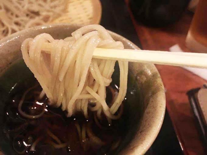 ツルツルとした喉越しの細麺