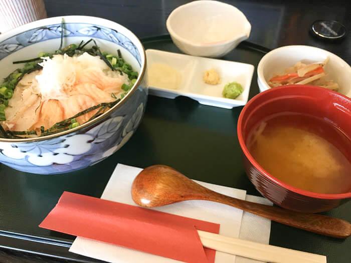 日替わりの三種あぶり丼 1,000円