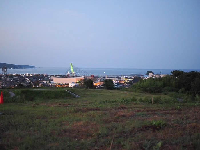 夕闇にそまる富山湾