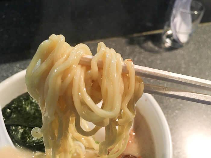 とんしおラーメンの麺