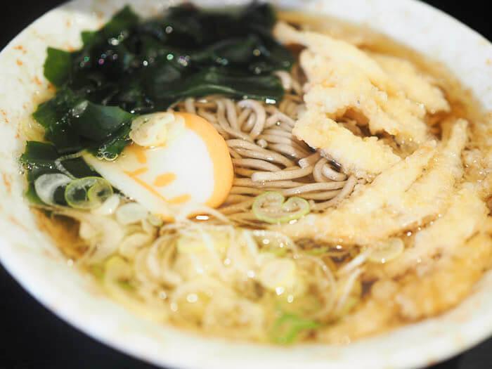【立山そば 富山駅店】おすすめメニューは白えび天ぷらそば!500円で食べる至福の一杯