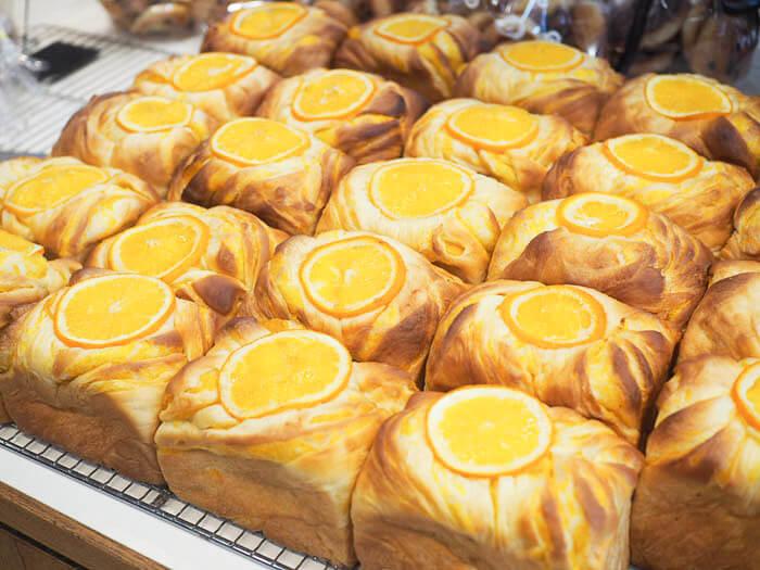 フルーツを使った華やかなパン