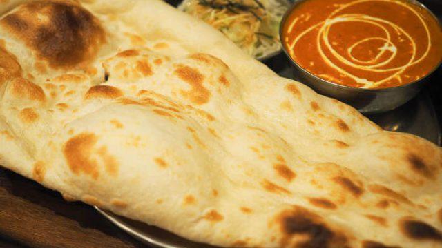 【クシ(KHUSHI) 】高岡のインドカレー、中辛のバターチキンが人気!!ナンの種類も豊富