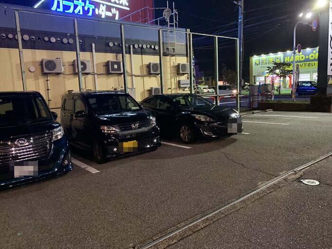 お店の駐車場は広い