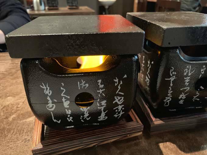 鉄板で焼いて仕上げる