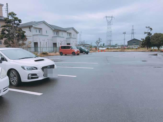広々とした駐車場