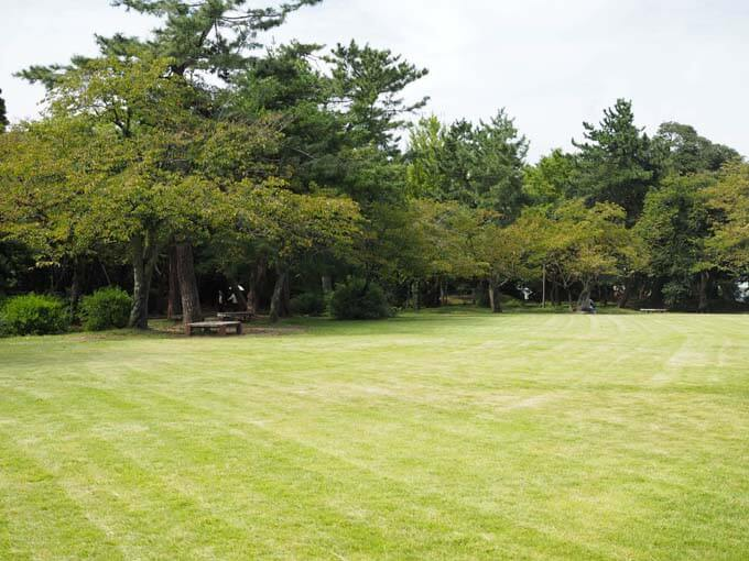 高岡市にある広々とした公園