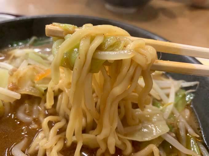 シャキシャキ食感に合う中太麺